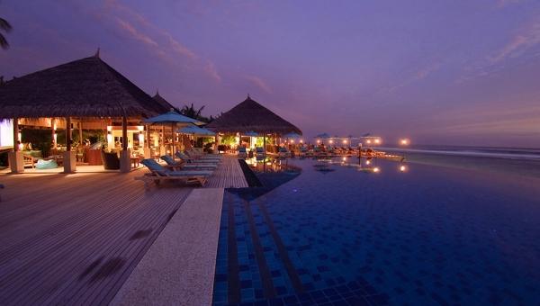 Dhoni Bar and pool