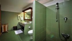 Garden Villa bath