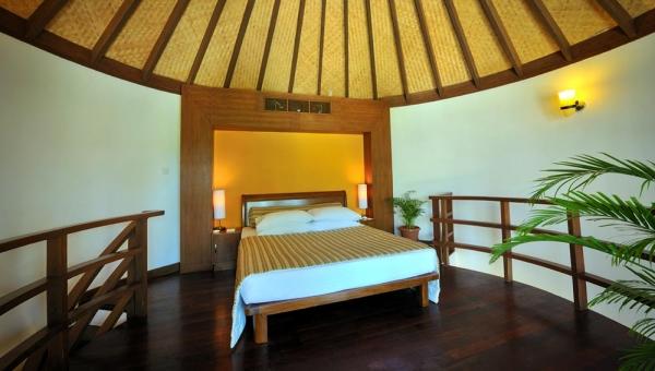 Jacuzzi Beach Villa  bedroom
