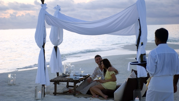 Discover a true Maldivian dining experience. Dinner for two on the beach