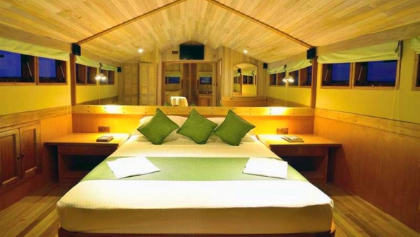 Luxury Boat Bedroom