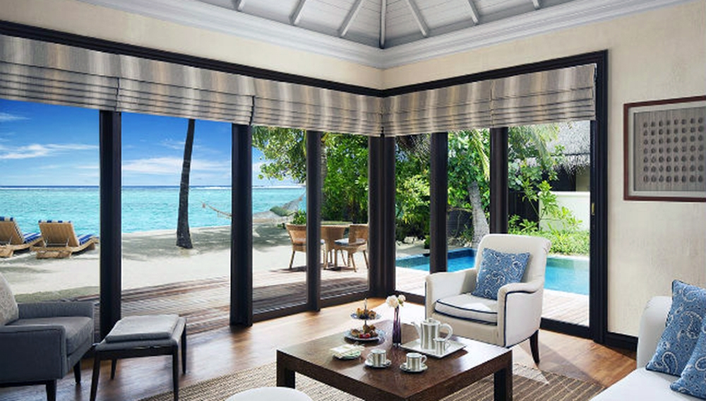 One Bedroom Beach Villa Suite with Pool Living Room