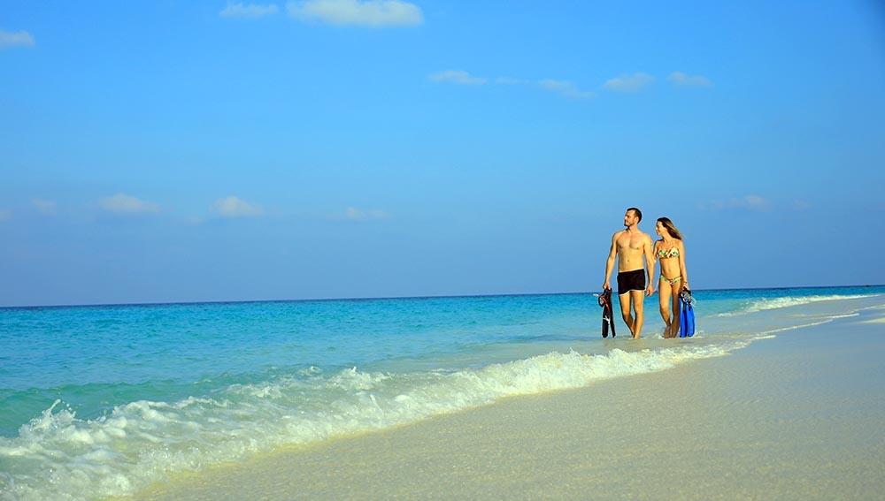 Carpe Diem Beach Resort snorkel couple