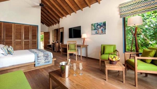 Deluxe Jacuzzi Beach Villa