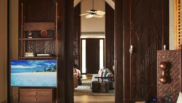 Luxury Beach Villa with Pool
