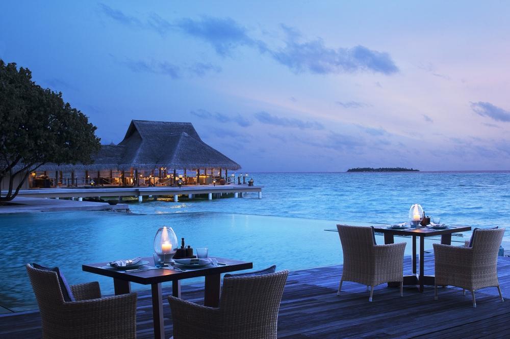 Pool Side Bar & Restaurant