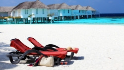 FAMILY HOLIDAY IN BEACH SUITE FOR 2 ADULTS PLUS 1 CHILD